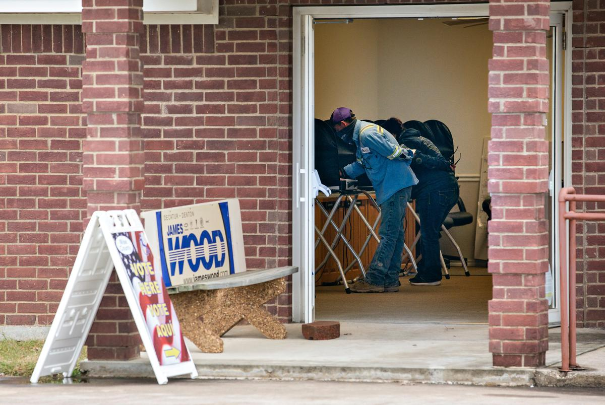 Voters at the Alvord City Hall, an early voting site in Alvord on Oct. 28, 2020.