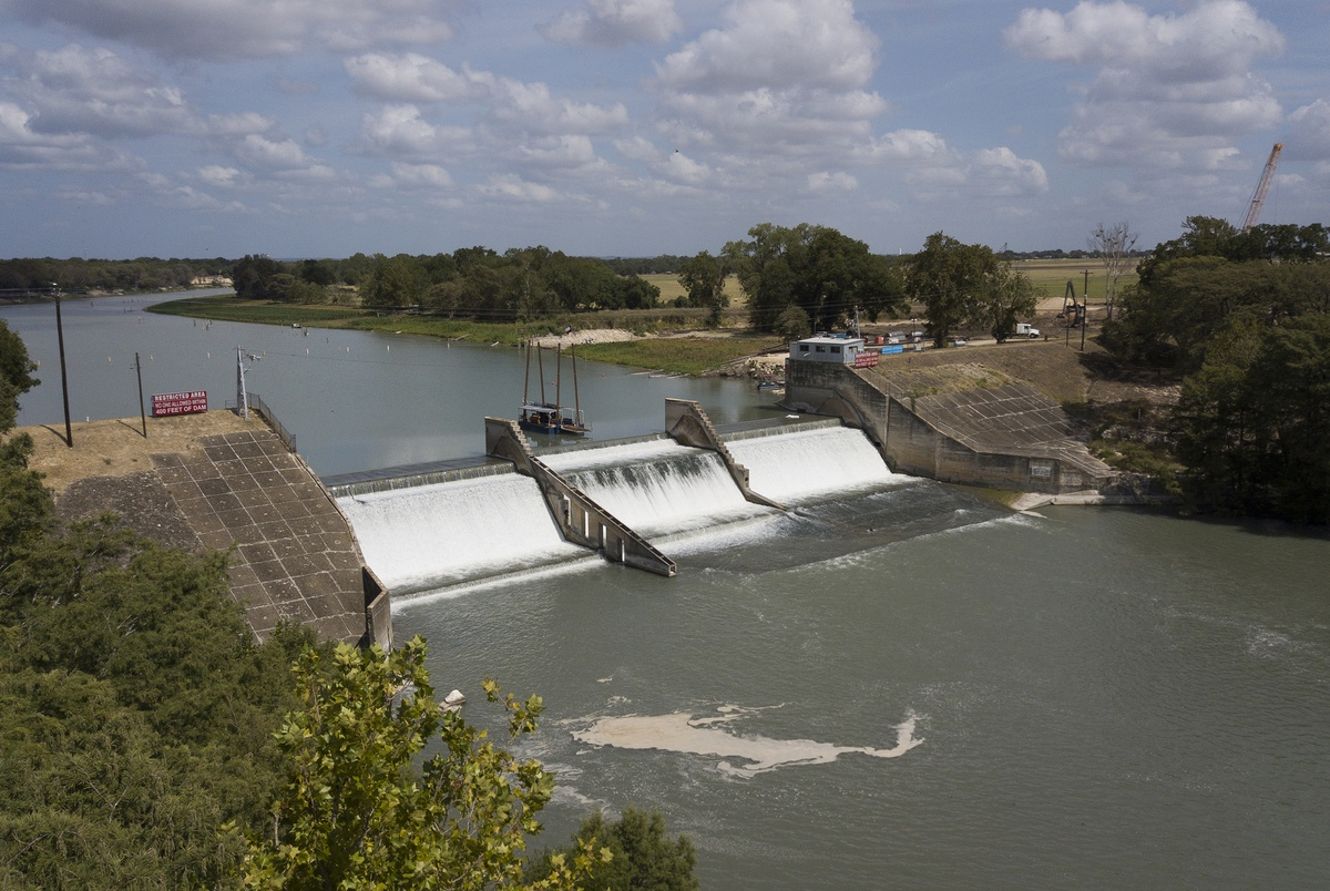 Judge temporarily blocks plans to drain four Texas lakes and accomp...