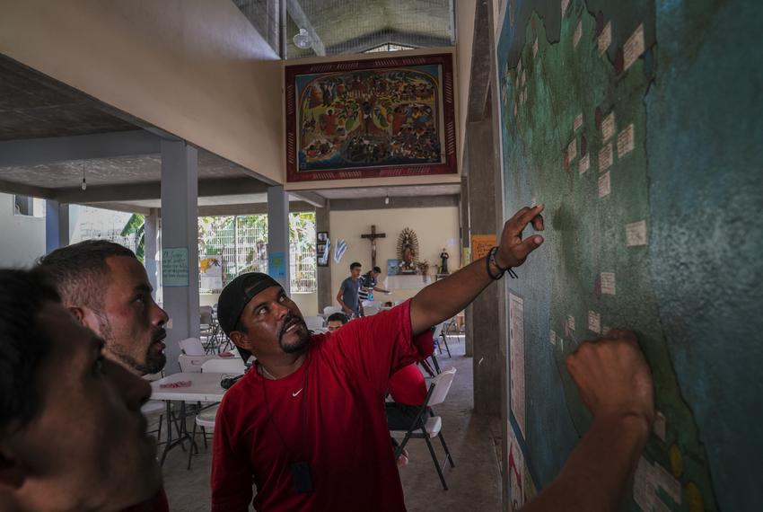 Honduran migrant Miguel Alvarado, 36, right, explains to other migrants the different routes people take in order to go to t…