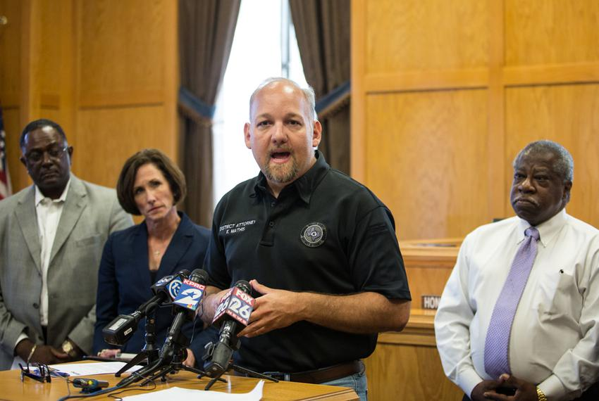 Waller County District Attorney Elton Mathis discusses the investigation of Sandra Bland's death at a July 17 news conferenc…