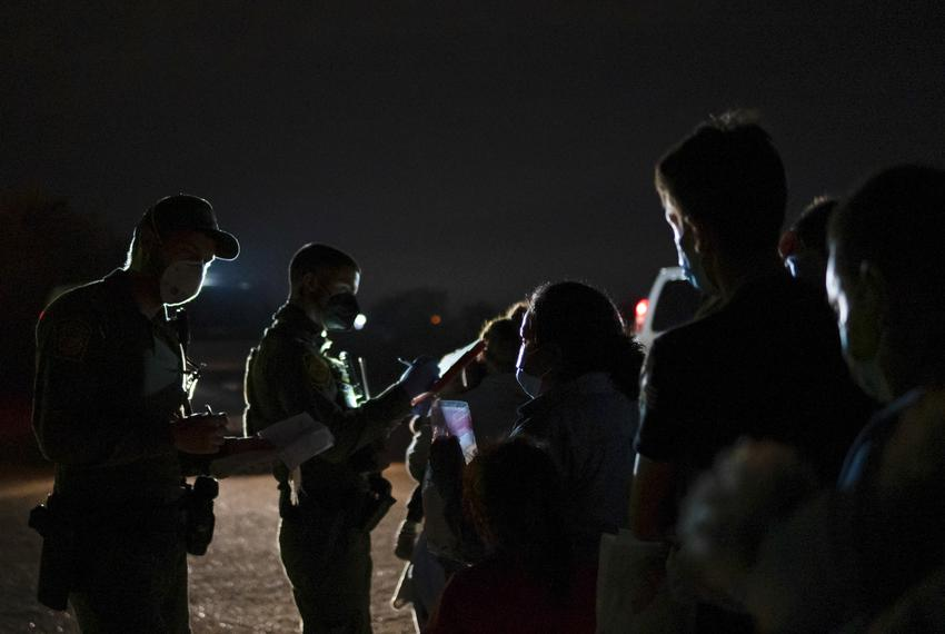 Customs and Border Protection officers apprehend asylum seekers who recently crossed the border in Roma on Aug. 3, 2021.