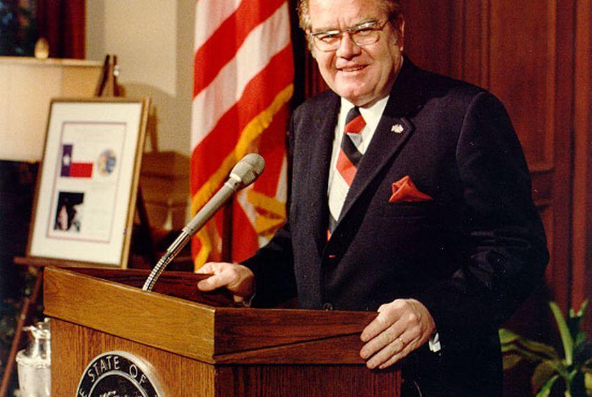 Former Gov. Dolph Briscoe Jr., speaks at press conference.