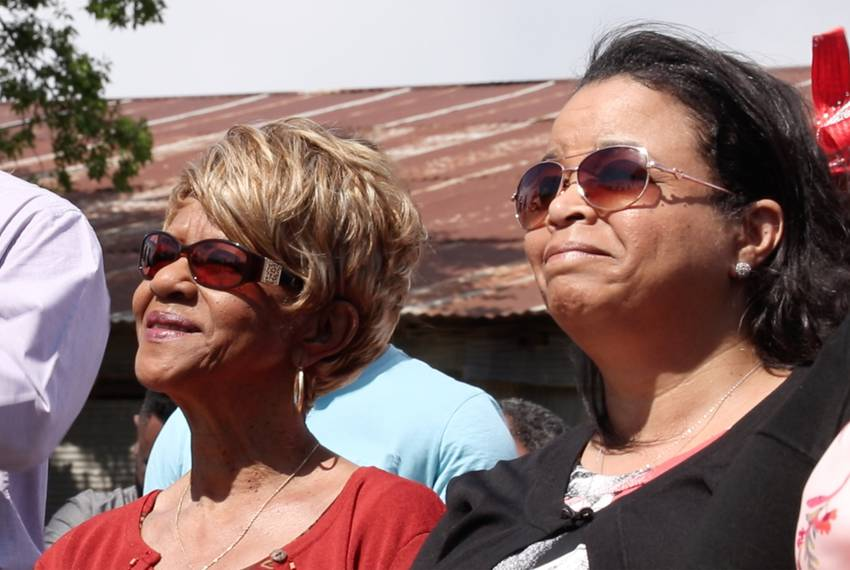 From left: Grover C. Everett's granddaughter, Margie Davis, and his great granddaughter, Aretha Alford, listen during the ...