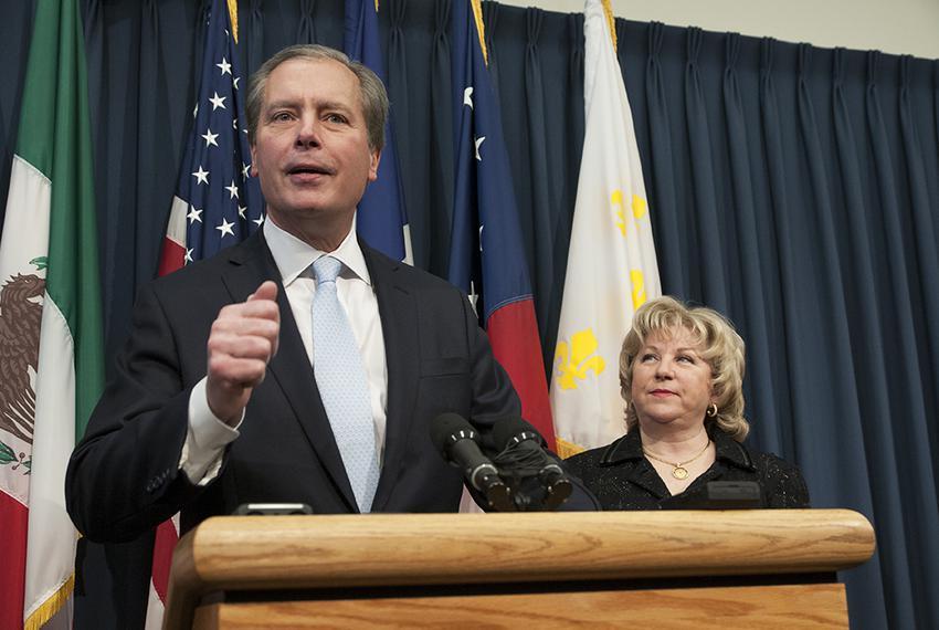 Lt. Gov. David Dewhurst and Sen. Jane Nelson, R-Flower Mound, outline proposals to reduce Medicaid spending in Texas at a pr…