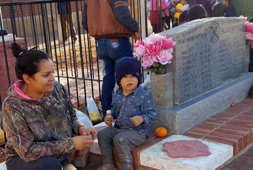 Mariel Mendez, 28, sits with her son at a park in downtown El Paso on Christmas Eve 2018. The asylum-seekers from Honduras, who ate food provided by volunteers, were part of a group of hundreds ICE released at a bus station.