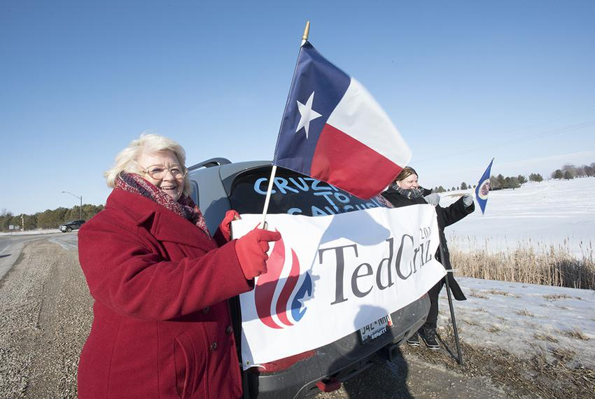 Melody Perez (left) of San Antonio and her daughter waited for the arrival of Ted Cruz's campaign bus in Emmetsburg, Iowa, d…