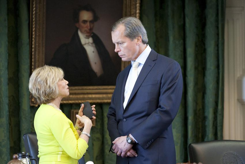 Sen. Florence Shapiro (l), R-Plano, discusses a matter with Lt. Gov. David Dewhurst on May 5, 2011 one day after the Senate …