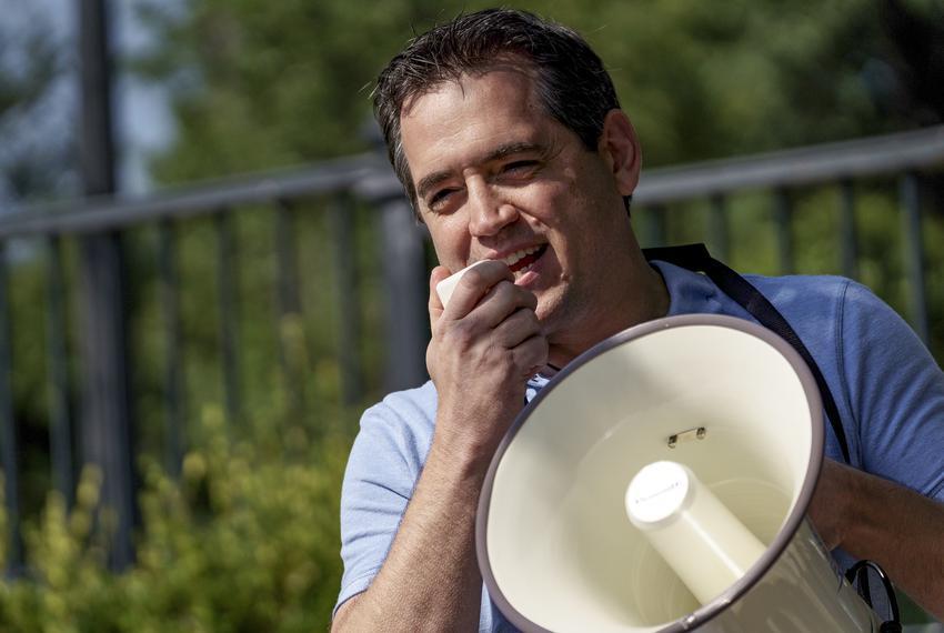 Former state representative Matt Rinaldi spoke to demonstrators at the Governor's Mansion in protest of Gov. Abbott's execut…