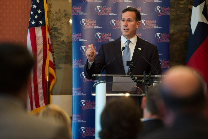 Rick Santorum speaks at a campaign luncheon in Fort Worth, Texas on October 12, 2015.