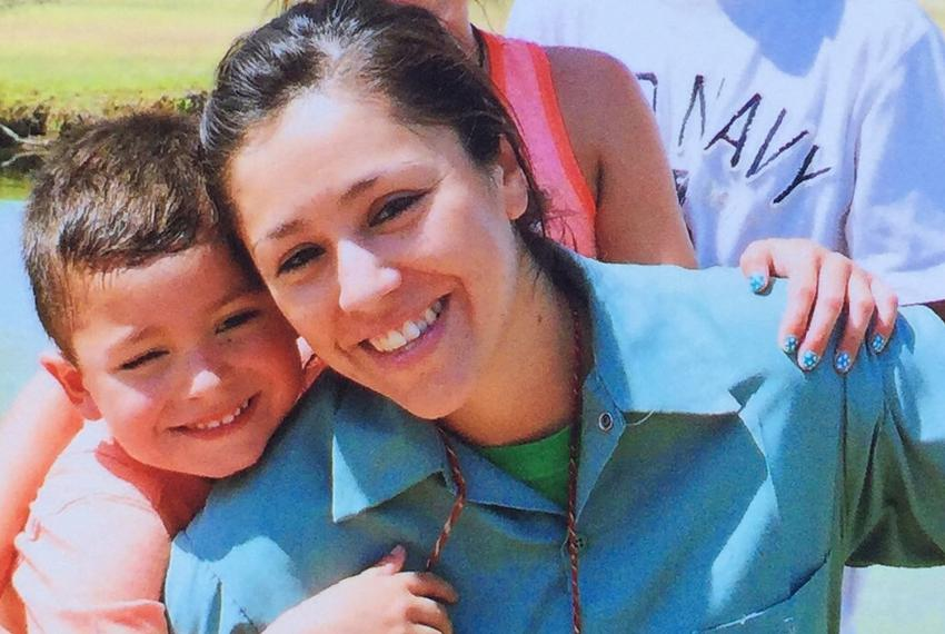 Former U.S. Border Patrol agent Raquel Esquivel was pregnant with her third child when she went to prison. She speaks to h...