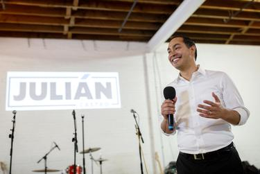 Democratic presidential candidate Juli·n Castro speaks to supporters at a fundraiser at Native Hostel in Austin on May 8, 2019.
