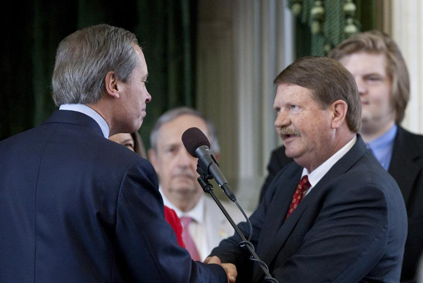 Lt. Gov. David Dewhurst, shakes hands with Sen. Mike Jackson R-District 11, after being sworn in as Senate President Pro Tem…