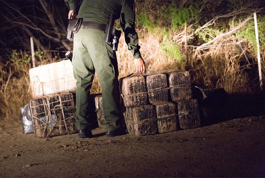 At least 140 officials charged with keeping drugs and people from illegally crossing the nation's borders have been arrested or convicted for corruption in the past 12 years.