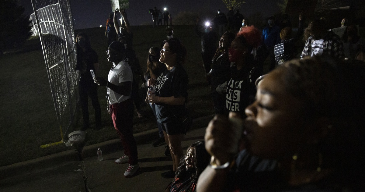 LaChay Batts leads a chant saying Marvin Scott IIIís name at a demonstration outside of the Collin County Jail to demand justice for Marvin Scott III, who died while in custody at the jail on March 14, 2021. Family, friends and supporters have gathered at the jail every night since his death to demand the arrest of the 7 detention officers involved.