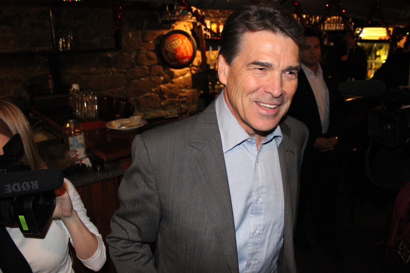 Rick Perry in Port City Underground restaurant in Muscatine IA