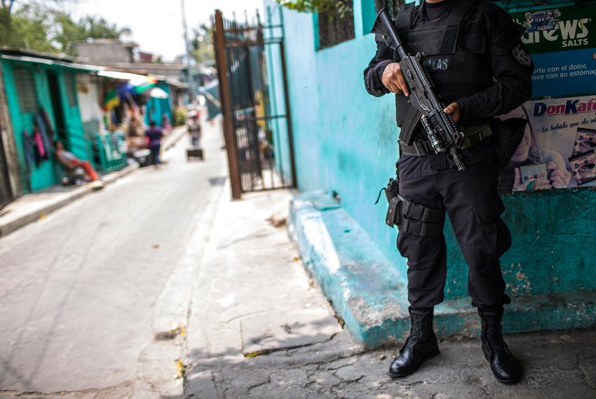 A member of the gang response unit known as the FIRT, Fuerzas de Intervencion Rapida al Territorio, in Soyapango, El Salva...