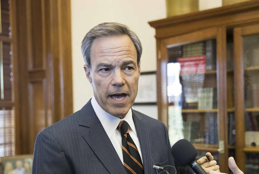 Texas House Speaker Joe Straus announces he won't seek re-election in 2018 at a press conference at the state Capitol on Oct…