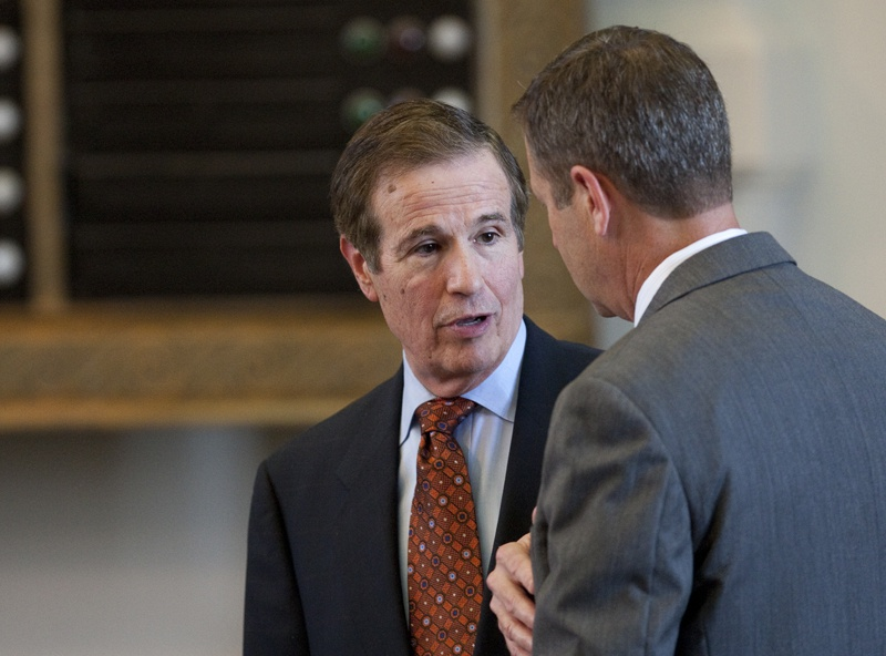 Rep. Bill Zedler R-Arlington speaks with Rep. Jim Murphy R-Houston on May 24th , 2011