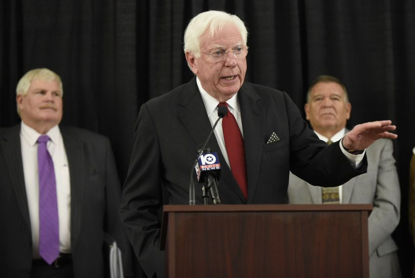 Former Governor Mark White speaking to Bears for Leadership Reform in Waco on November 10, 2016. Behind White: John Eddie Williams (left) and Randy Ferguson.