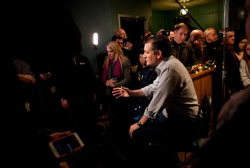 Sen. Ted Cruz does an interview with Fox News' Sean Hannity before a campaign stop at Prime Time Restaurant in Guthrie Cente…