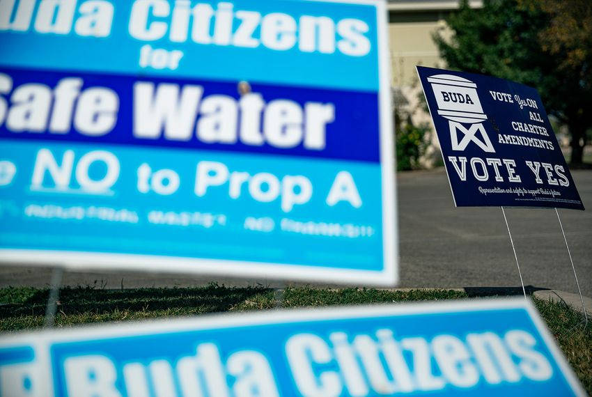 Competing water fluoridation signs in Buda on Sunday, Nov. 5, 2017.