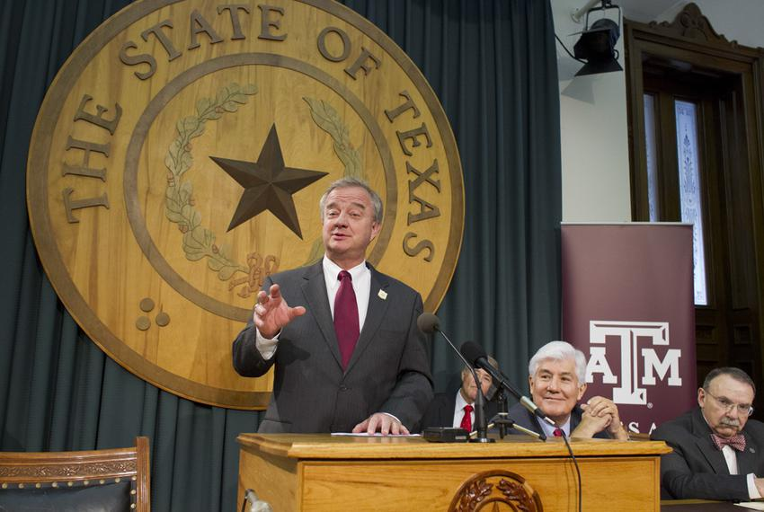 A&M System head John Sharp, l, at a Capitol presser with Commissioner Raymond Paredes and A&M's R. Bowen Loftin, r, on Jan. …