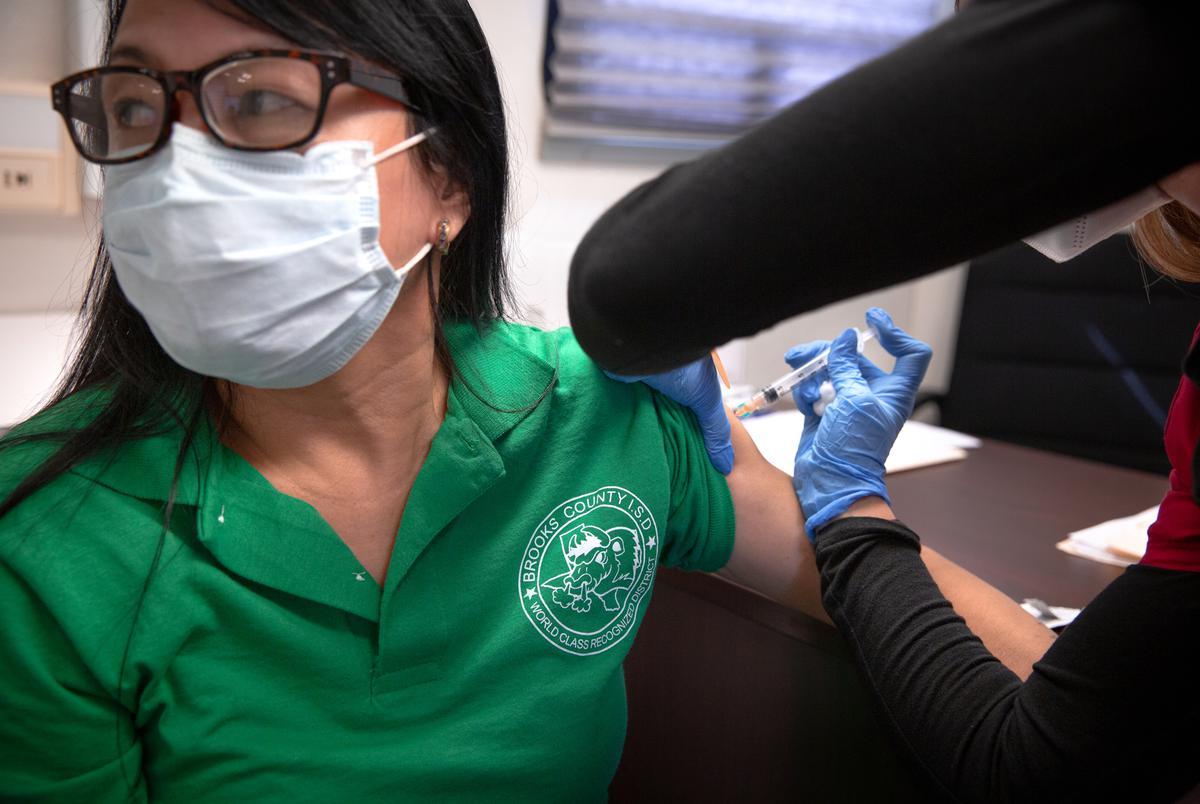 Janel Allen administers a flu shot to a local in Falfurrias on Nov. 13, 2020.