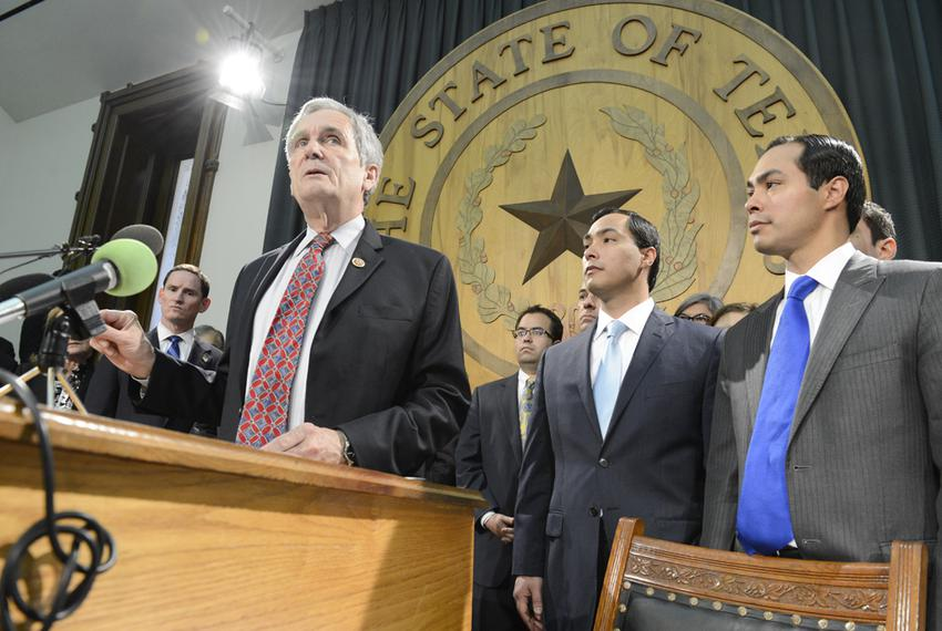 U.S. Rep. Lloyd Doggett, D-Austin, urges Texas leaders to accept Medicaid expansion as U.S. Rep. Joaquin Castro, D-San Anton…