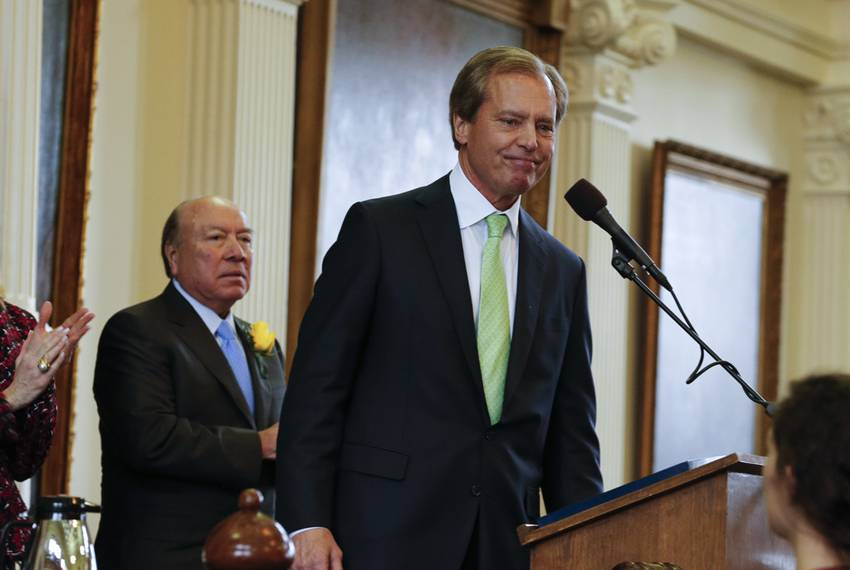"With Senate President Pro-Tempore ""Chuy"" Hinojosa watching, Lt. Gov. David Dewhurst gives a final speech to the Texas Sena..."