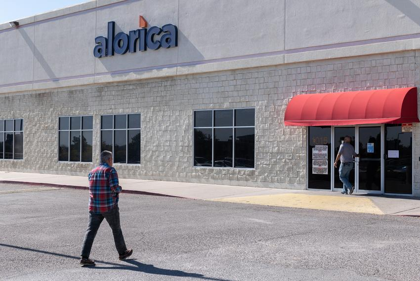 Employees head into the Alorica call-center in El Paso.