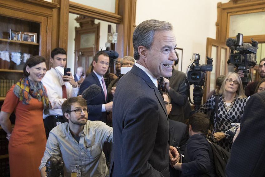 House Speaker Joe Straus announces to the Capitol press that he will not seek re-election in 2018, opening up the speaker's race to a number of candidates for the 2019 session.