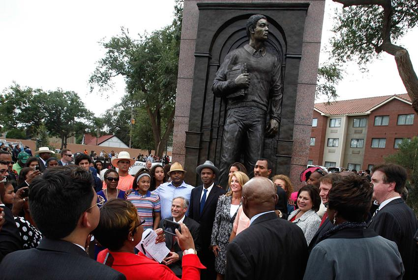Attorney General Greg Abbott and state Sen. Wendy Davis were among those attending the unveiling of a statue of Timothy Cole…