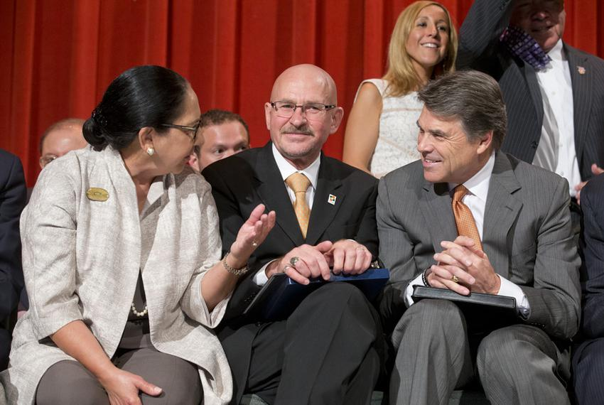 Gov. Rick Perry, r, with Presidents Dr. Juliet Garcia and Dr. Robert Nelsen at the ceremony at the former UT-Pan Am in Edinb…