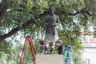 In light of a racist shooting in South Carolina, the University of Texas at Austin decided in 2015 to remove a statue of Confederate President Jefferson Davis.