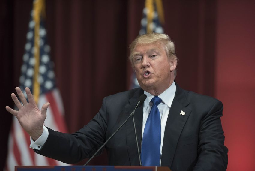 Des Moines, Iowa USA January 28, 2016: New York businessman Donald Trump rallies a crowd of veterans at Drake University while other Republican presidential candidates hold a final Des Moines debate prior to next week's caucuses.