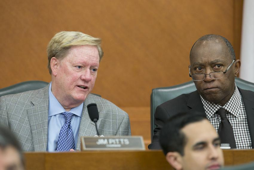House Appropriations Committee chairman Jim Pitts, l, R-Waxahachie, and Rep. Sylvester Turner, D-Houston, at the early morni…
