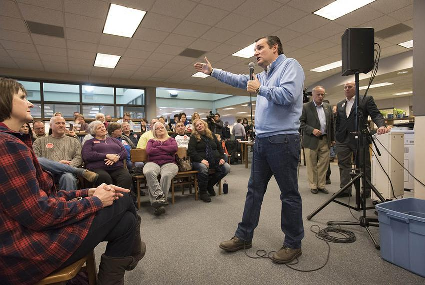 U.S. Sen. Ted Cruz took his presidential campaign to Iowa Lakes Community College in Emmetsburg, Iowa. The Republican from T…