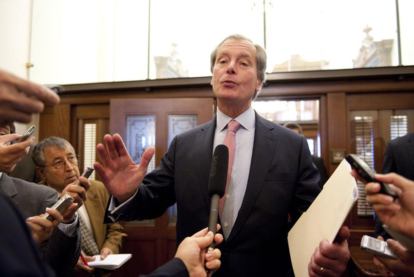 "After emerging from a closed-door meeting with House members, Lt. Gov. David Dewhurst tells the press, ""We're very very clos…"