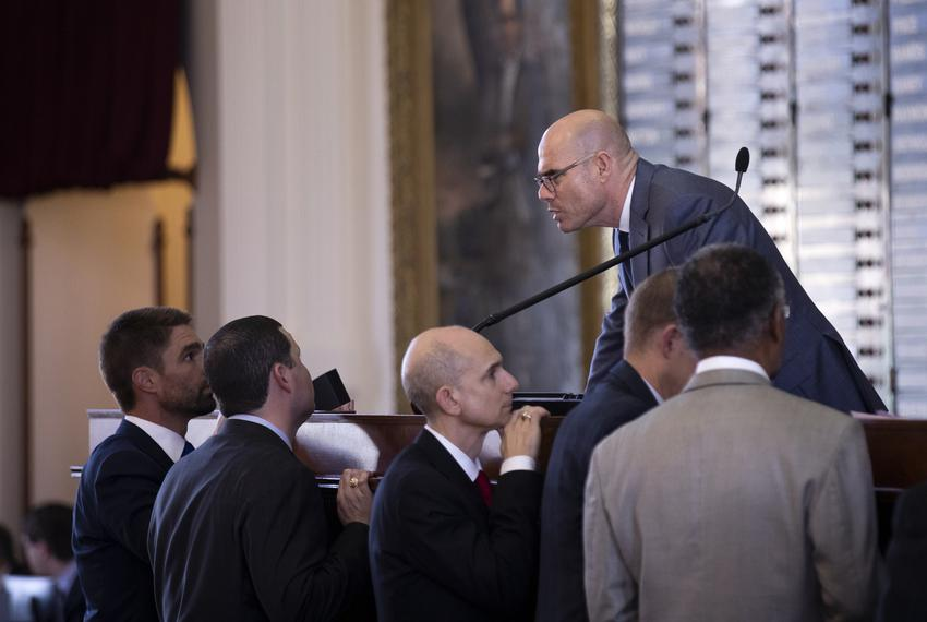 House Speaker Dennis Bonnen speaks to representatives from the dias. March 27, 2019.