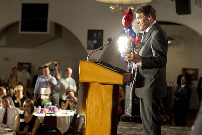 Governor Rick Perry speaks to Waterloo Republicans at the Electric Park Ballroom Lincoln Day dinner on his first foray to Io…