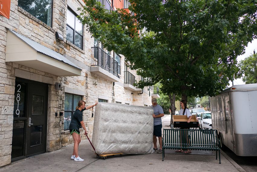 Students move into dorms and apartments at UT-Austin on Aug. 25, 2017.