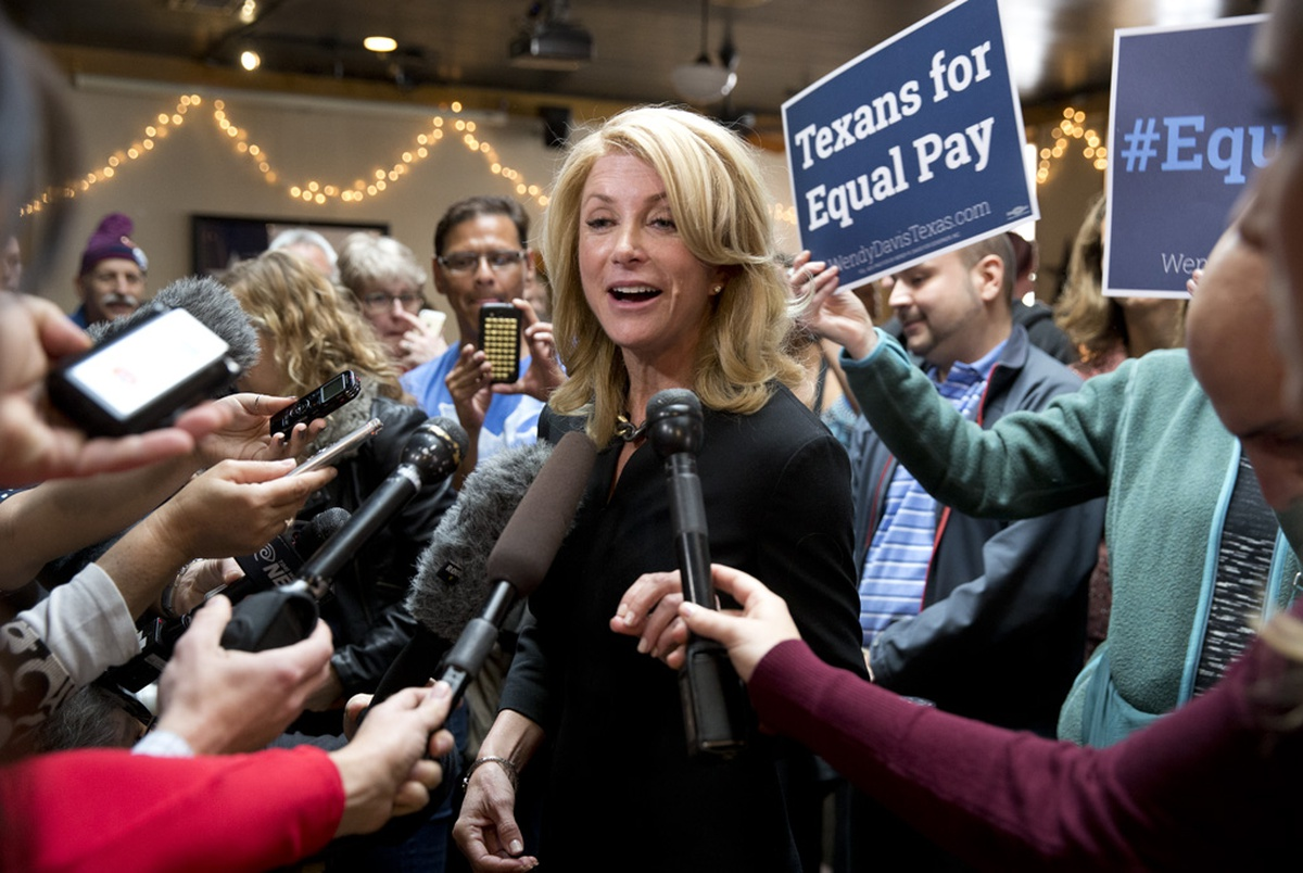 Davis Renews Equal Pay Attack on Abbott | The Texas Tribune