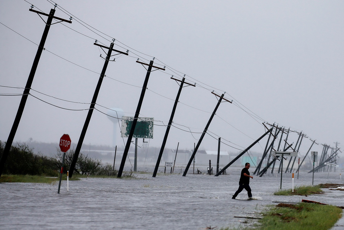 Gov. Abbott, other Texas officials urge feds to clear way for Harvey money