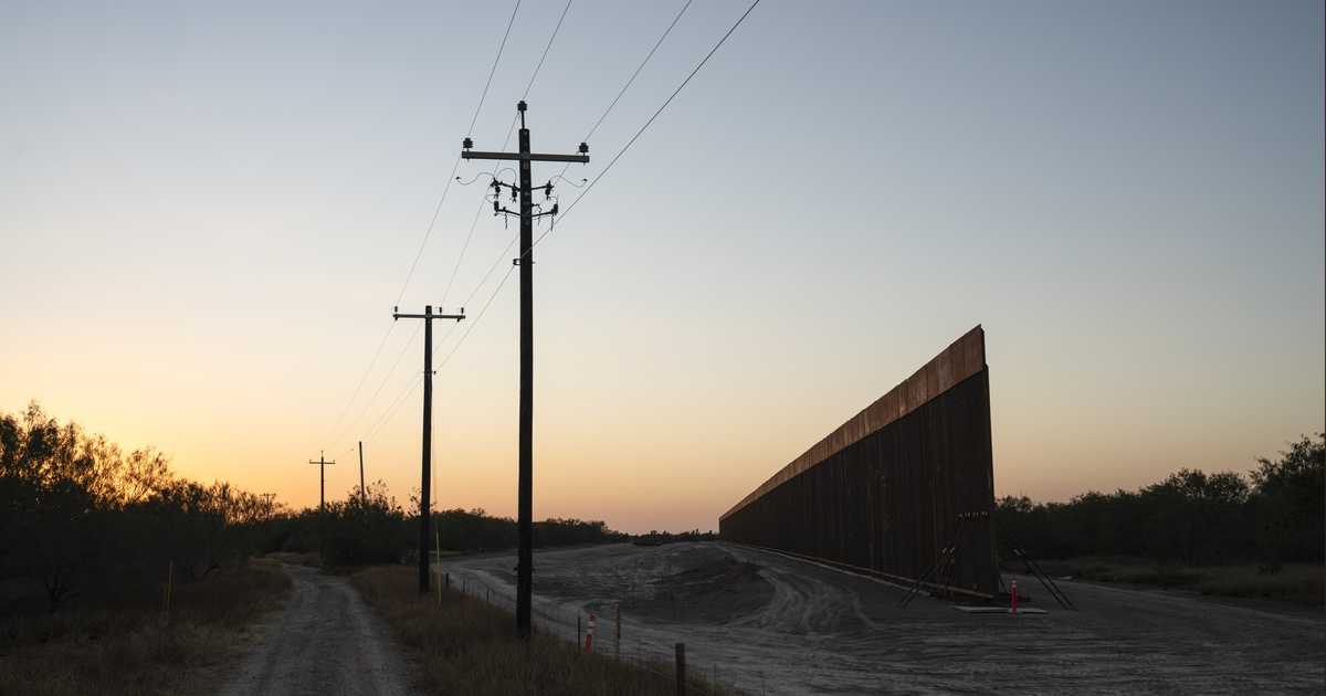 The Trump administration awarded border wall contracts to build on land it doesn't own in Texas