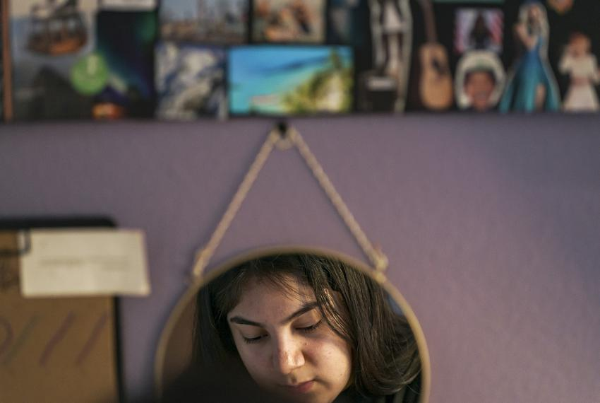 Isabel Suarez works on homework at her home in Pflugerville. Dec 9, 2020.
