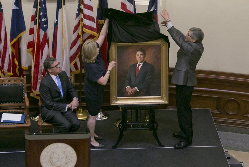 Former Texas First Lady Anita Perry and artist James Tennison unveil the official portrait of the 47th governor of Texas, Ri…