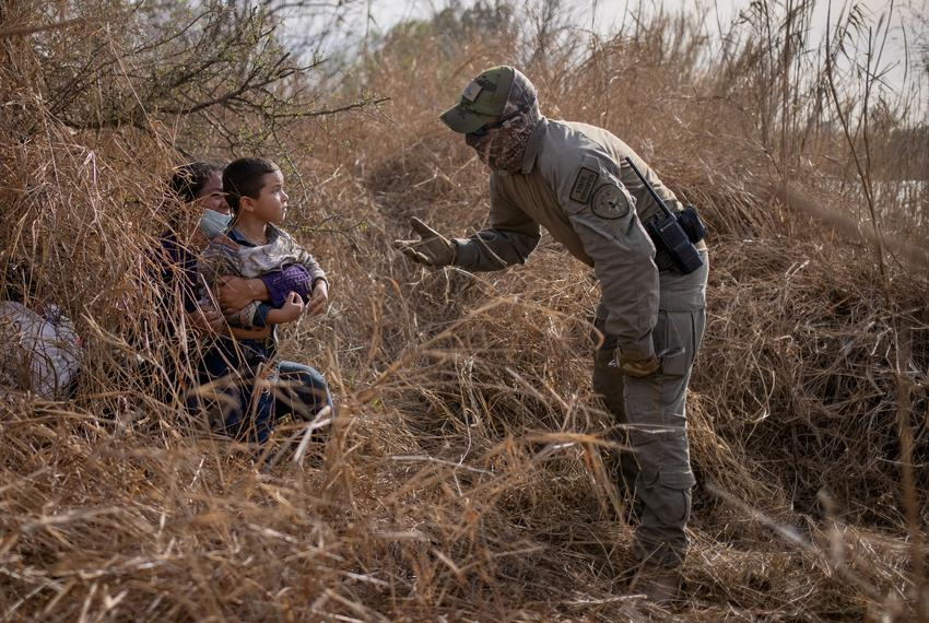 A Texas State Trooper asks Edith and her son Harbin Ordonez, 4, to come out of hiding after the Honduran nationals crossed t…