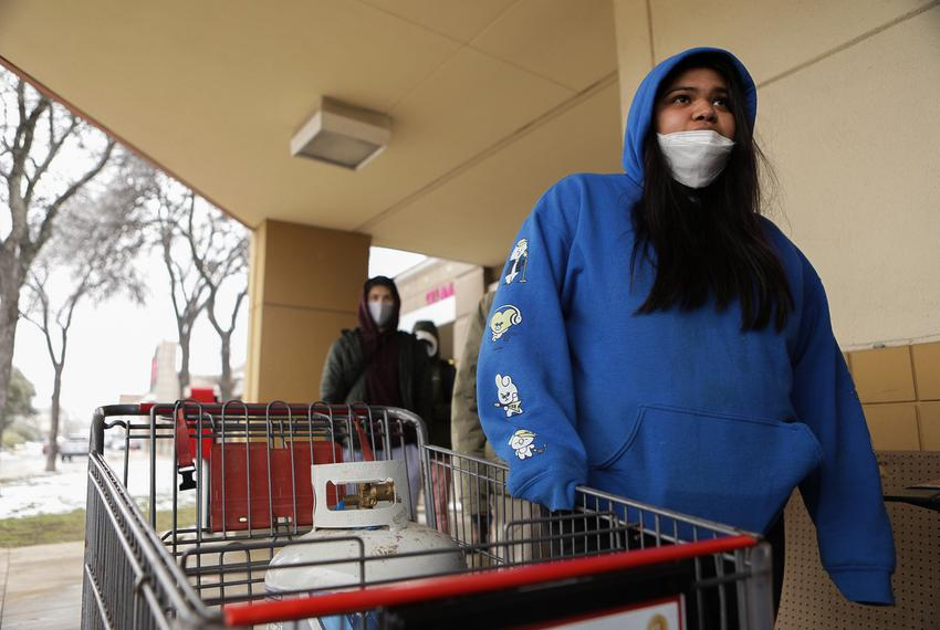 Jennifer Vega waits in line at an H-E-B to refill a propane tank on Feb. 18, 2021.