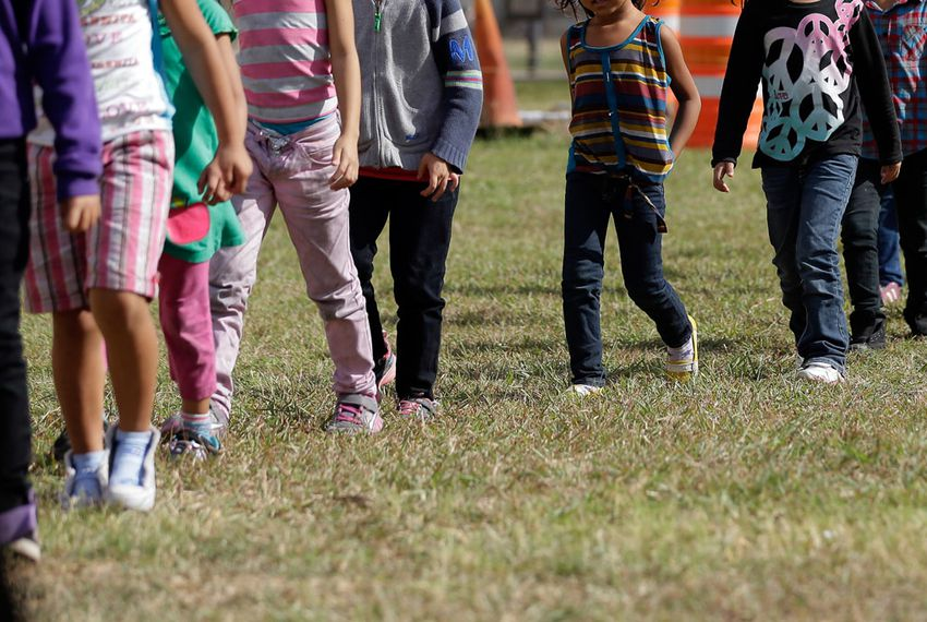 Administration preparing to hold migrant children on military bases