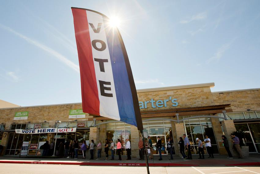 People in line to cast their vote at a South Austin early voting location on Nov. 2, 2018.